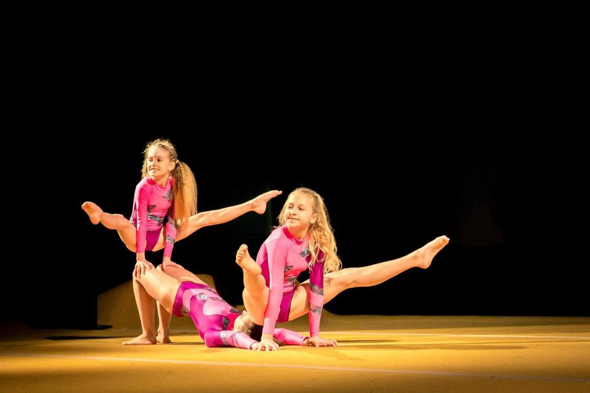 akrobatyka, Mikołajkowy Koncert Akrobatyce Sportowej Fitness - zdjęcie, fotografia