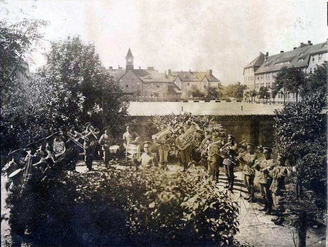 Historia, Uśmiechnięta orkiestra - zdjęcie, fotografia