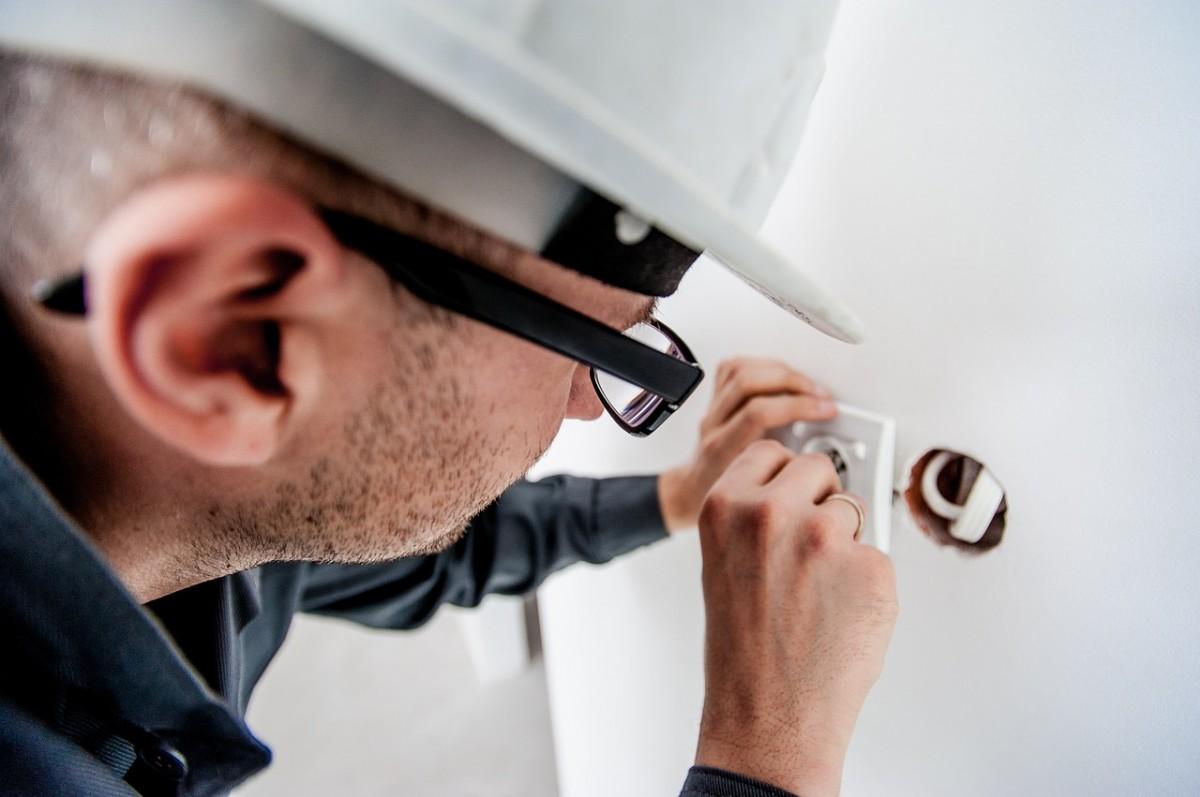 Praca, Przepalacz gazowy operator odsiewacza krążkowego monter fasad - zdjęcie, fotografia