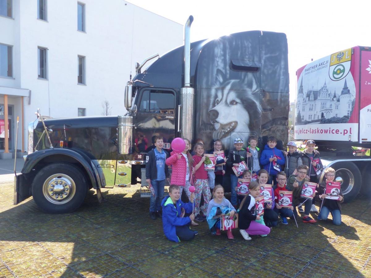 Zwierzaki, ciężarówka zawita Szczecinka - zdjęcie, fotografia