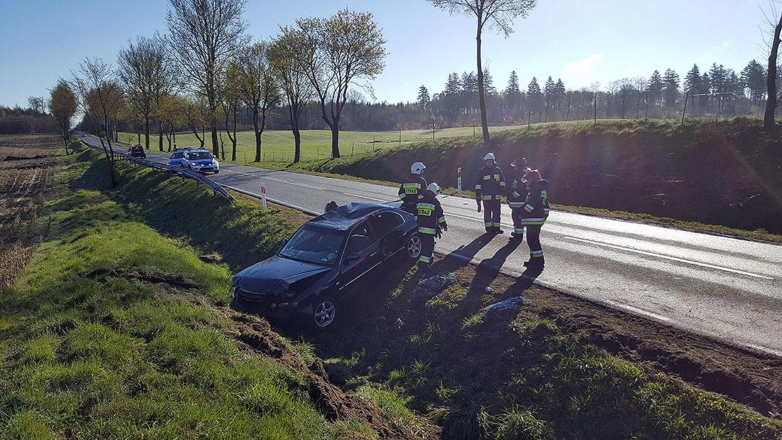 Wypadki drogowe , wpadła unikając zderzenia Poszkodowane dziecko - zdjęcie, fotografia