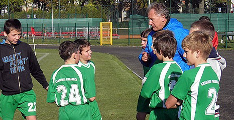 piłka nożna, Piłka młodzieżowa Zwycięstwo młodzików remis trampkarzy starszych porażka młodszych - zdjęcie, fotografia