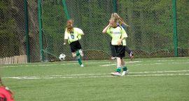 W piłkę nożną grały dziewczęta
