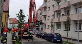 Strażacy ratują nieprzytomnego mieszkańca. Karetka wezwana z Barwic