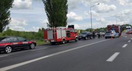 Motocyklista uderzył w koparkę, zderzenie na Pilskiej