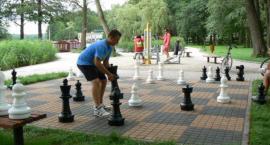 Turniej szachowy w parku. Zaproszenie