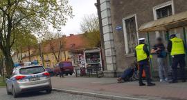 Położył się na ulicy i blokował ruch. TOP 20 nietypowych zdarzeń kryminalnych półrocza, część II