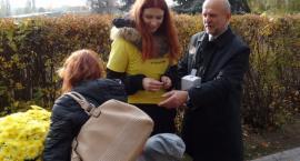 Kwestować na cmentarzu w Szczecinku może także młodzież. Wystarczy się zapisać