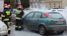 Na parkingu zapalił się samochód