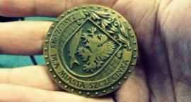 Odbiorą esbekom honorowe odznaki zasłużonych dla Szczecinka?