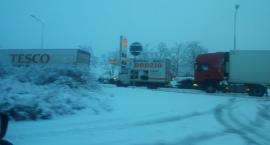 Sypnęło śniegiem. Droga ze Szczecinka do Koszalina została zablokowana