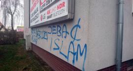 O islamie na ścianie w Szczecinku. Czy komuś zależy, żeby to było widoczne?