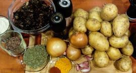 Elwira przygotowuje babkę ziemniaczaną