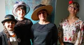 Dzień kobiet w Szczecinku. Wykład w muzeum i skromna manifestacja