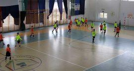 Piłka halowa: Trzecie miejsce w Policach, piąte w Barwicach