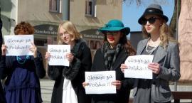 Uczniowie z I LO chcą do Sejmu. Przed ratuszem zorganizowali wiec Macieja Rataja