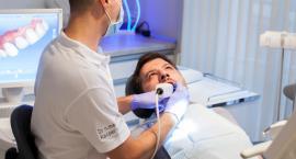 Piękne zęby podczas jednej wizyty u stomatologa w Szczecinie? Poznaj turystykę stomatologiczną