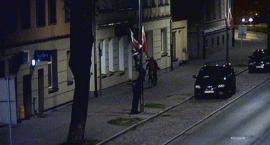 Kradli polskie flagi z latarni. Z pobudek patriotycznych?