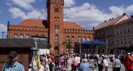 Kolorowy jarmark w centrum Szczecinka