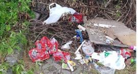 Małe wysypisko śmieci w centrum Szczecinka? Mieszkańcy Zaułka proszą o interwencję [Wrzuć Temat]