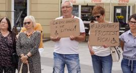 Dzień SuperMatki w ramach protestu. Mini manifestacja na placu Wolności