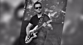 Gitarzysta pochodzący ze Szczecinka wystąpi w Opolu z Kasią Cerekwicką