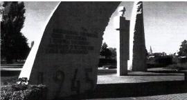 Armia Czerwona i Wojsko Polskie na jednym pomniku w Szczecinku. IPN: Napis do zmiany