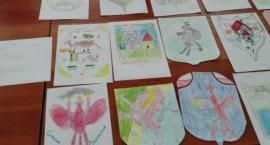 Leśne zwierzęta, gryf, a może lasy i pola? Dzieci rysują herb gminy Szczecinek