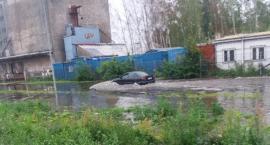 Ul. Waryńskiego jak jezioro. Za zalany samochód nikt nie chce zapłacić [Wrzuć Temat]