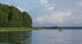 Jezioro Wierzchowo jest czyste. Można się kąpać i wędkować