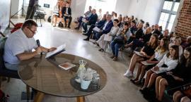 Narodowe Czytanie w Szczecinku. Żeromskiego czytali nie tylko samorządowcy