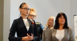 PiS: Rządowe programy w mieście. Wsparcie dla kobiet i dla par w trudnej sytuacji życiowej