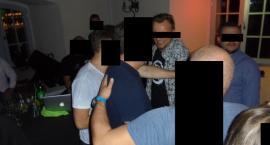 Robił zdjęcia zespołowi Feel i został wyrzucony z lokalu. Co się wydarzyło w Piano Barze?