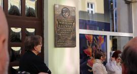 Żył i tworzył w Szczecinku. Wiesław Adamski ma już swoją tablicę pamiątkową