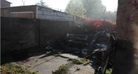 Spłonął budynek gospodarczy. Bezdomny pan Tadeusz nie ma się gdzie podziać [Wrzuć temat]