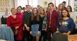 Uczniowie z klasy dziennikarsko-prawnej odwiedzili redakcję Tematu