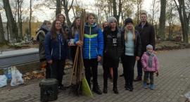 Harcerze ponownie wspólnie sprzątali groby