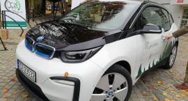 Leśnicy w Szczecinku jeżdżą autem na prąd. Zobacz test drogowy