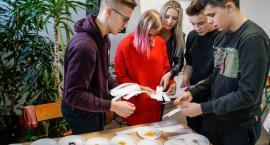 Chcą poznawać bożonarodzeniowe tradycje. W ZS nr 6 w Szczecinku odbył się świąteczny konkurs