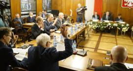 Czy radni w Szczecinku nie będą już mogli zadawać pytań? Co z krytyką i kontrolą rządzących?