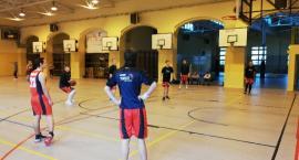 Koszykarze Emet ze zwycięstwem w Stargardzie