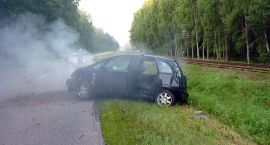 """Wypadek na """"dwudziestce"""". Kierująca autem miała sporo szczęścia"""
