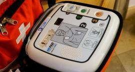 To urządzenie będzie ratowało życie. Mamy pierwszy publiczny defibrylator
