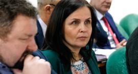 Radna, czy wicedyrektor? Żona burmistrza nie zamierza rezygnować ani z jednego, ani z drugiego