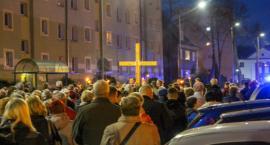 Droga Krzyżowa na ulicach Szczecinka. Wierni przeszli czterokilometrową trasę