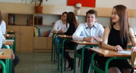 Mimo strajku, w Szczecinku rozpoczęły się ostatnie egzaminy gimnazjalne