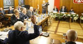 Wojewoda broni demokracji w Szczecinku. Radni mają prawo pytać