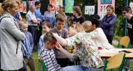 Rodzice i dzieci bawili się razem. Dzień Dziecka w SOSW w Szczecinku