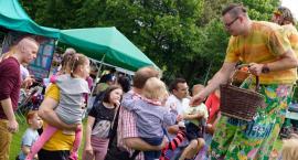 Dzień Dziecka w Szczecinku pełen atrakcji. Szczudlarze, dmuchane zjeżdżalnie i słodki poczęstunek