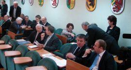 O szczecineckim powietrzu i nie tylko – za nami VI sesja Rady Powiatu  (video)